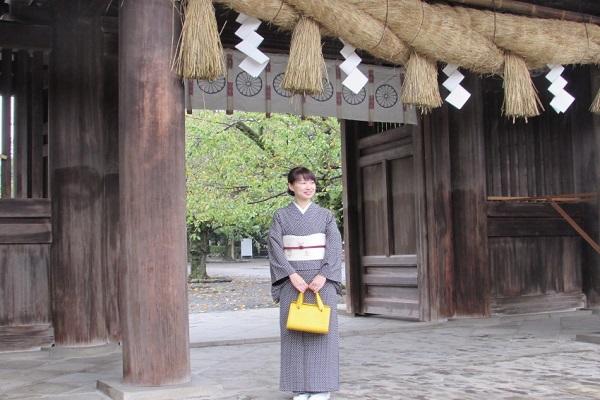 Would you like to wear a beautiful Kimono and walk around Mishima Taisha Shrine?